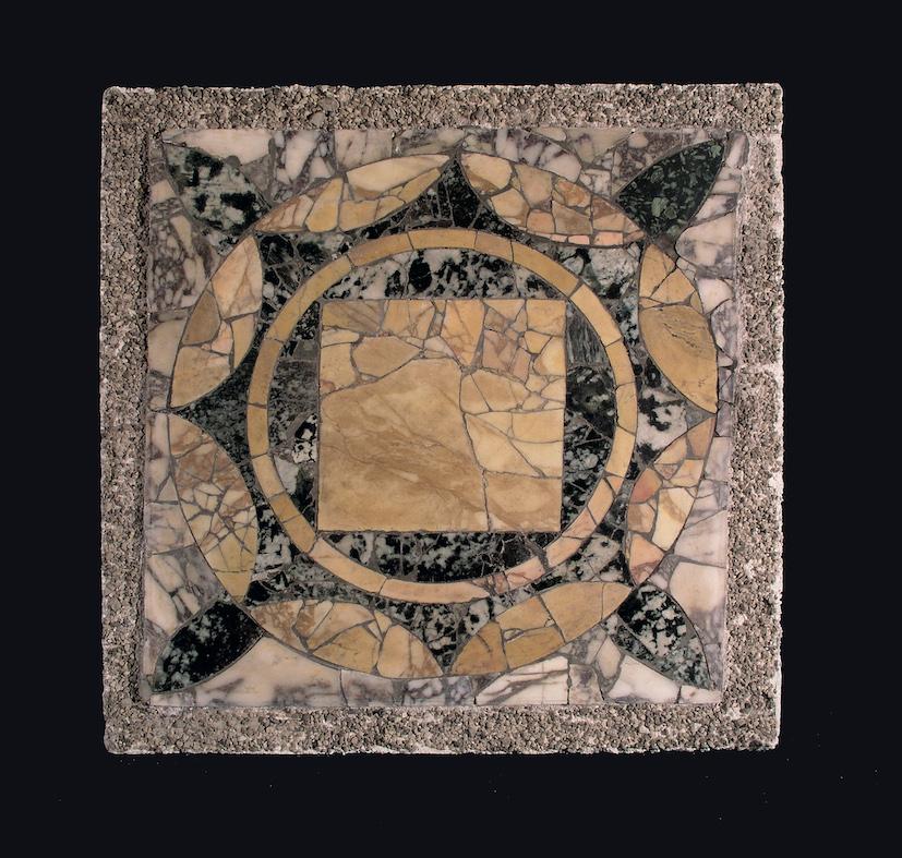 Porzione di pavimento in marmo (opus sectile) Stabia, villa San Marco, I secolo d.C. © Ministero per i beni e le attività culturali e per il turismo / Parco Archeologico di Pompei