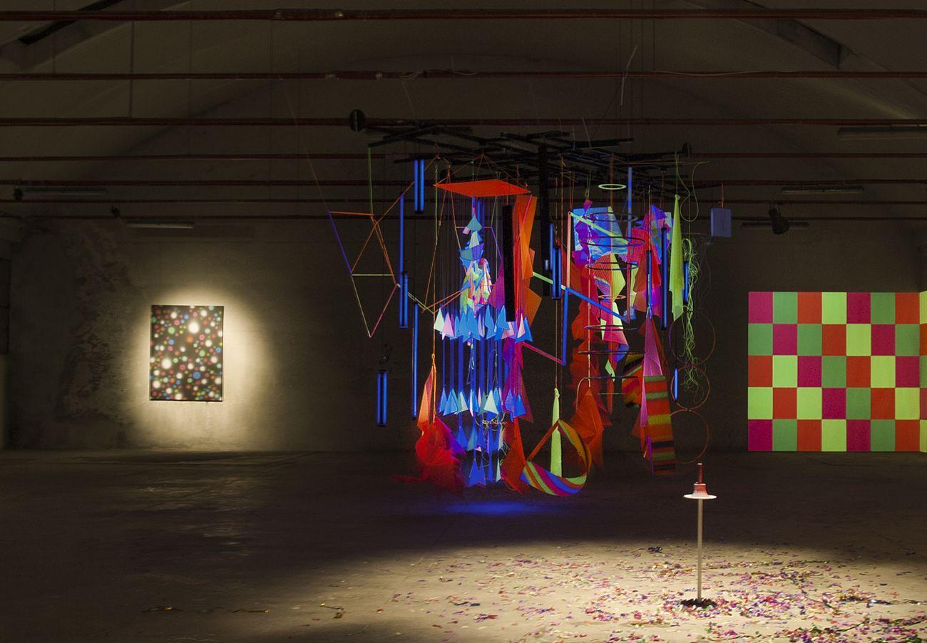 Daniele Innamorato. Plastic Dance Riot (Stupid Artists Combine Things). Installation view at PlasMA Plastic Modern Art, Milano 2014. Photo Carola Merello