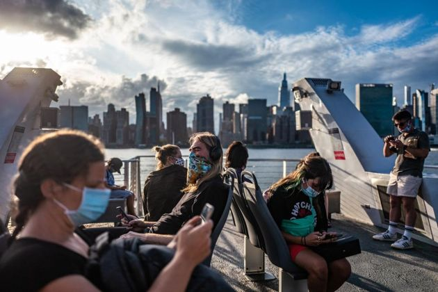Francesca Magnani, People checking their phones, 34th Street, East River Route, September 1 2020