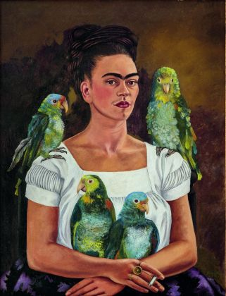 Frida Kahlo, Me and My Parrots, 1941. Collezione privata © 2020 Banco de México Diego Rivera Frida Kahlo Museums Trust, Mexico, D.F. Artists Rights Society (ARS), New York