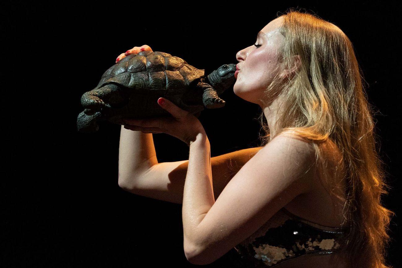 Jan Fabre & Ruggero Cappuccio, Resurrexit Cassandra. Performer Stella Höttler. Napoli Teatro Festival Italia 2020. Photo Wonge Bergmann