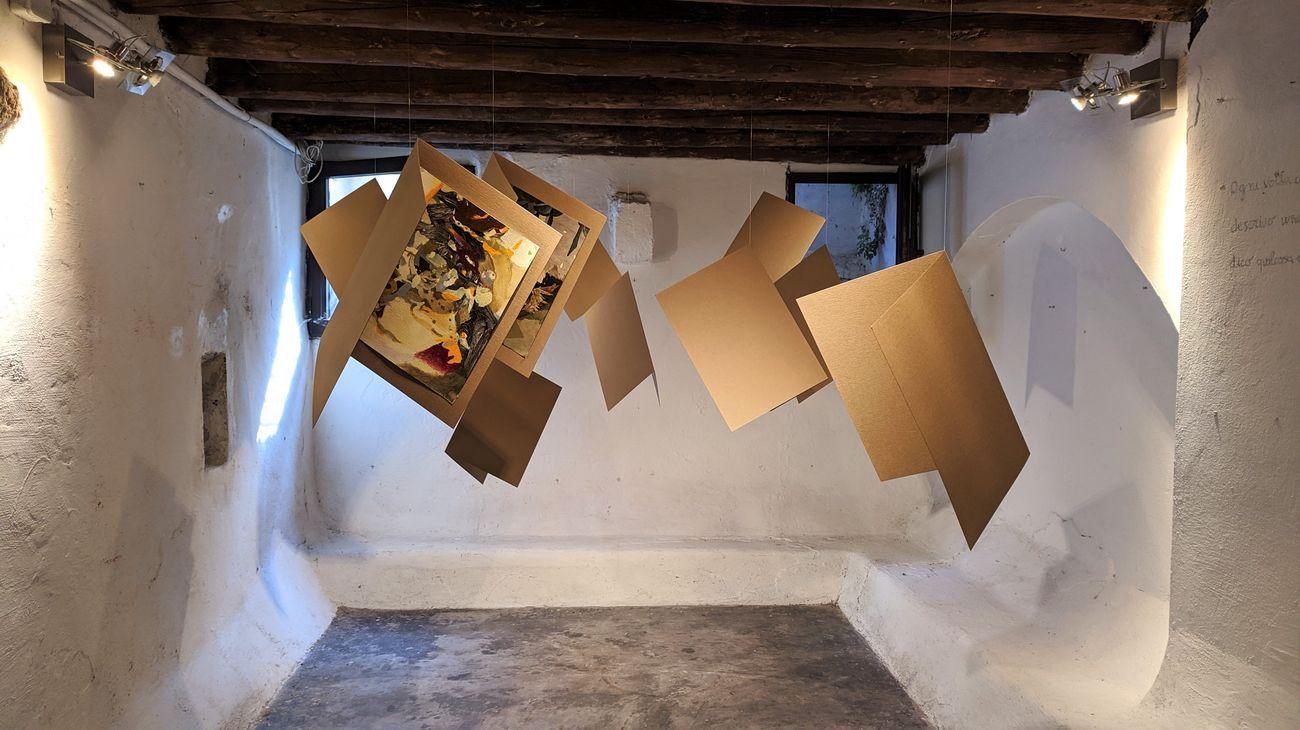 Jingge Dong. Senza pietre non c'è arco. Exhibition view at Libreria Minerva, Padova 2020