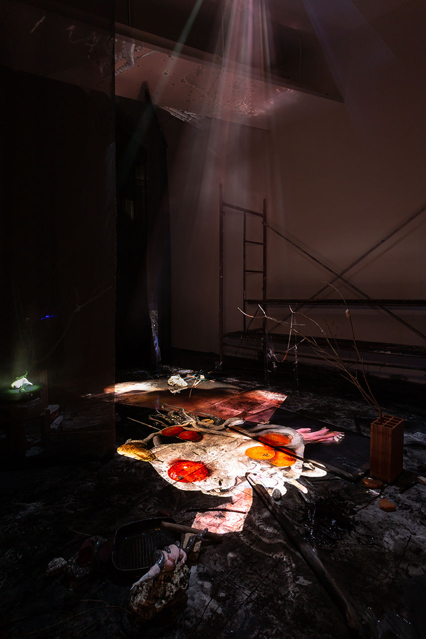 Laure Prouvost, Melting into one another ho hot chaud it heating dip, 2020. Installation, curtains, blown glass, clay, squid ink, water, branches, stones, films. Kunsthalle Lissabon. Photo Bruno Lopes.