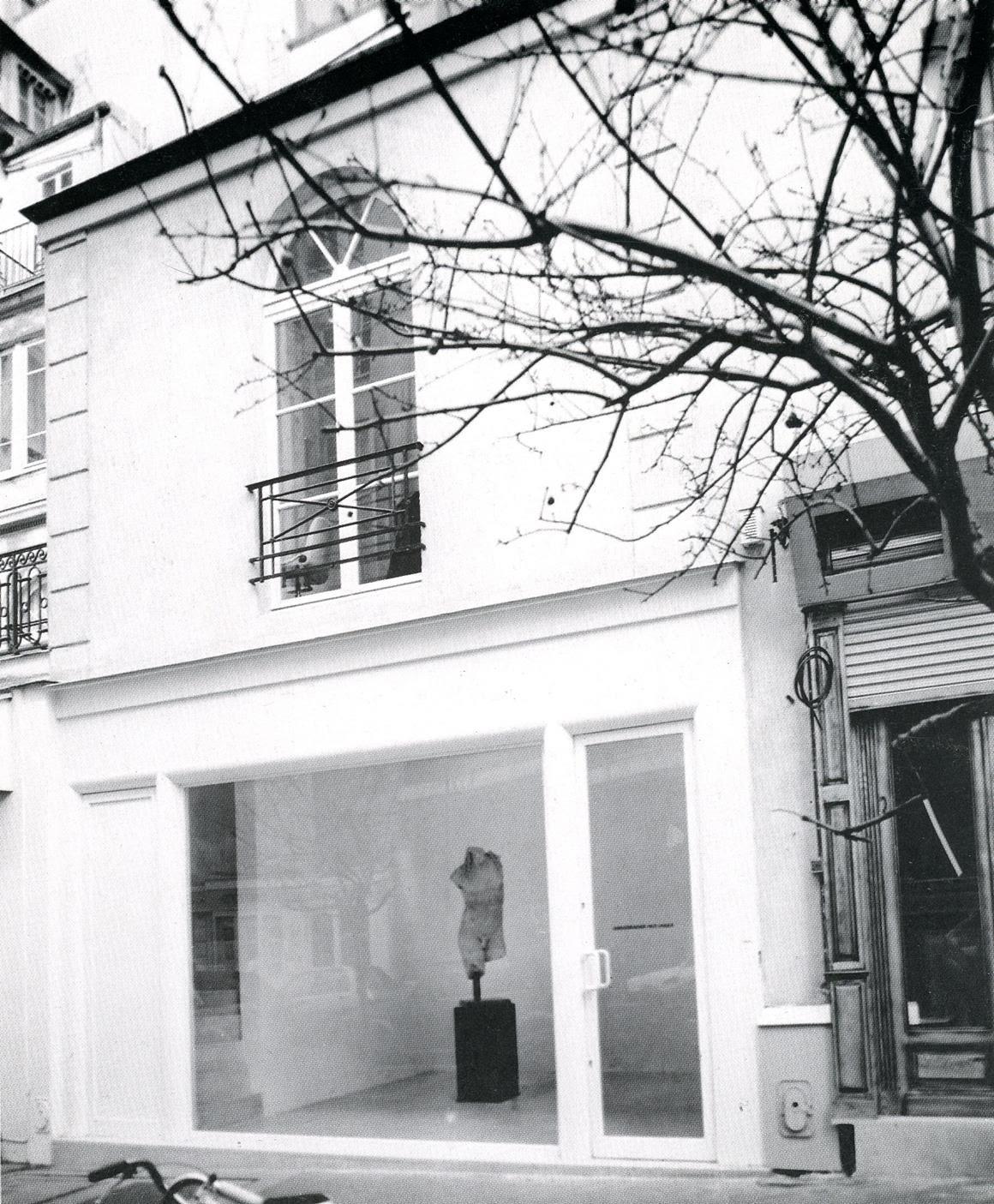 Massimo De Carlo Galerie Pièce Unique, Paris, 1989, window's concept and design by Cy Twombly