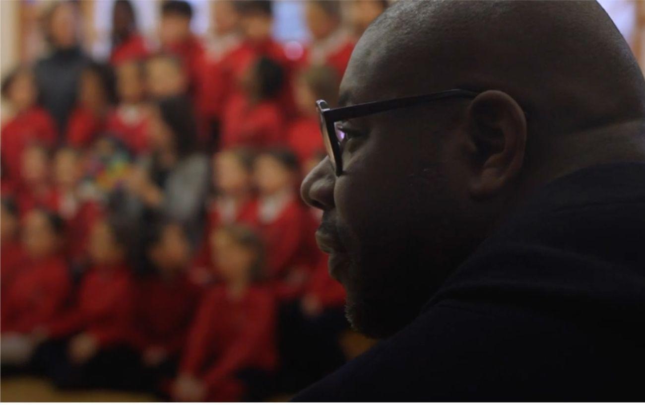 Steve McQueen alla Hotham Primary School. Courtesy © BBC London