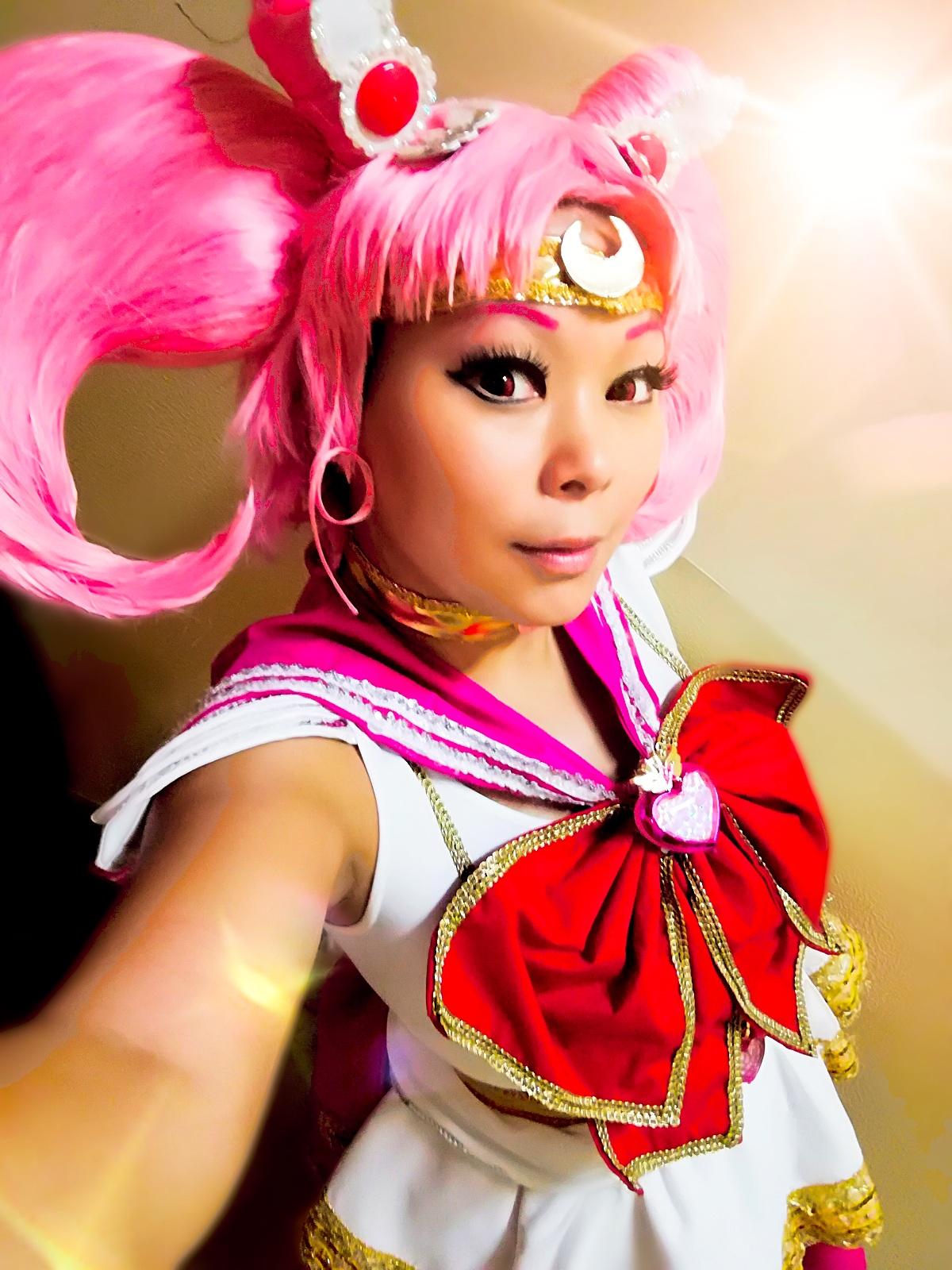 Un ritratto della cosplayer Sunymao