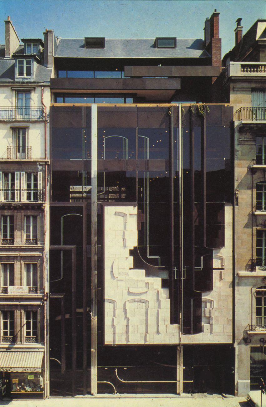 Vittorio Mazzucconi, Edificio al 22 di Avenue Matignon, Parigi, 1975