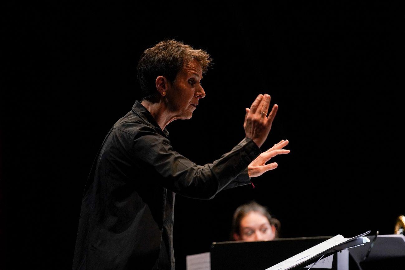 Biennale Musica Venezia 2020. Konstantia Gourzi dirige l'Ensemble Oktopus. Courtesy La Biennale di Venezia. Photo Andrea Avezzù