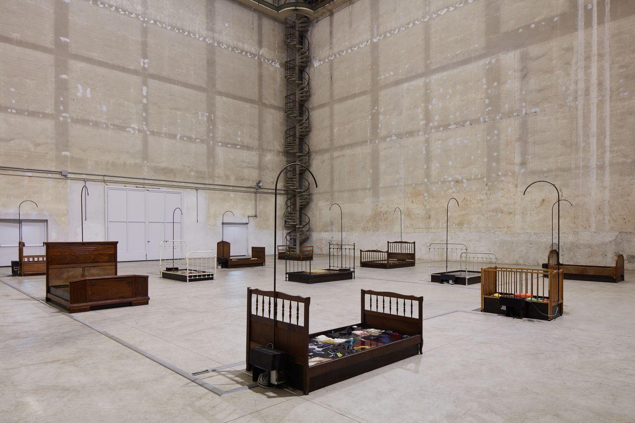 Chen Zhen, Jardin Lavoir, 2000. Installation view at Pirelli HangarBicocca, Milano 2020 © ADAGP, Paris. Courtesy Pirelli HangarBicocca & Galleria Continua. Photo Agostino Osio