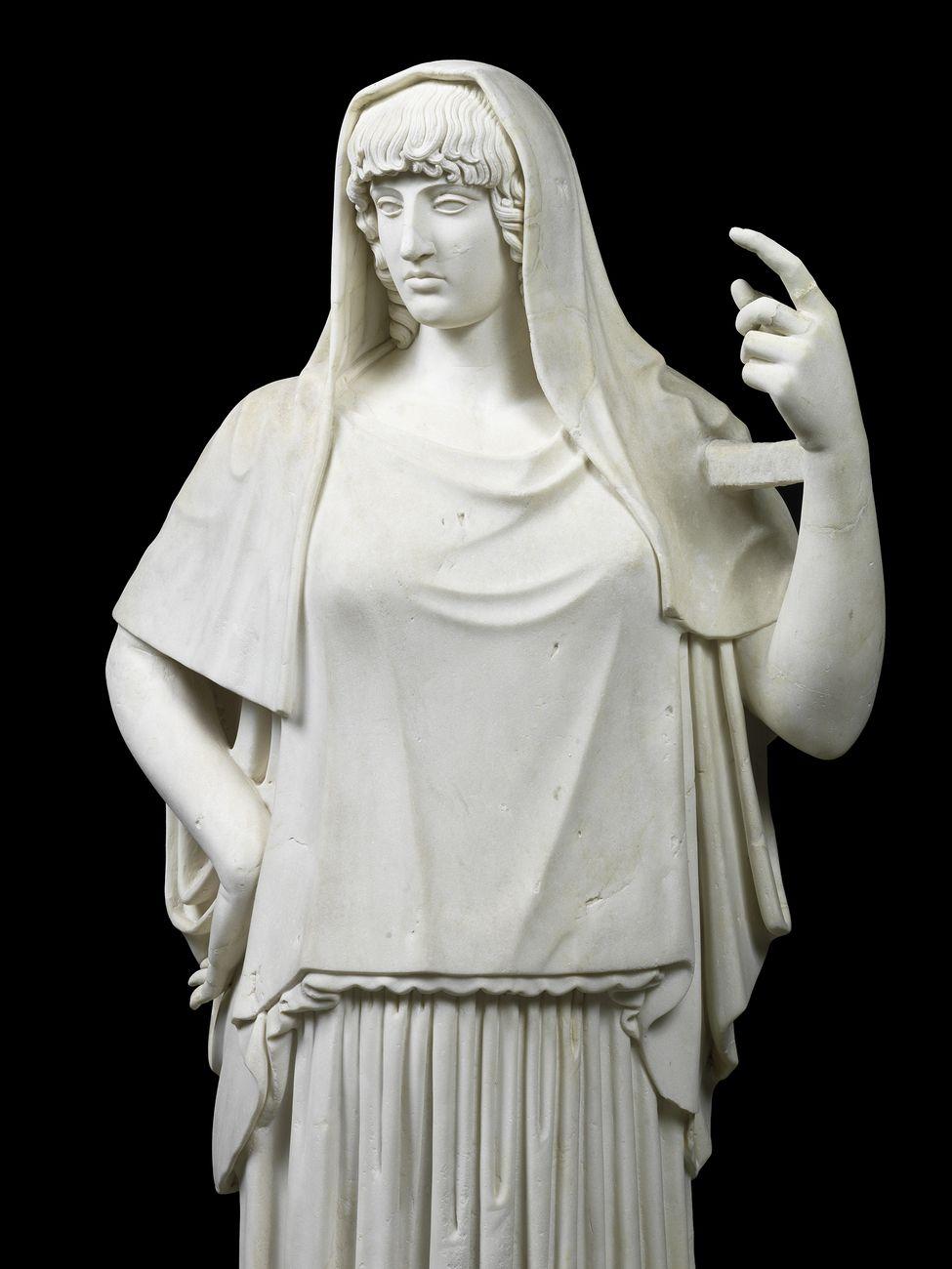 Collezione Torlonia, Statua di divinità, detta Hestia Giustiniani, marmo pario, h. cm 200 © Fondazione Torlonia. Photo Lorenzo De Masi