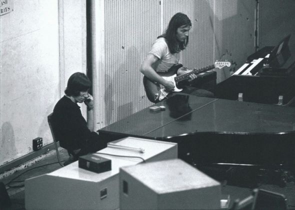 "Da sinistra, Roger Waters e David Gilmour durante le registrazioni dell'album ""Atom Hearth Mother"", Londra, ottobre 1970. Photo Richard Stanley"
