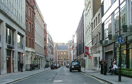 Dave Fergusson, Cork Street W1, Fonte Wikipedia CC BY SA 2.0