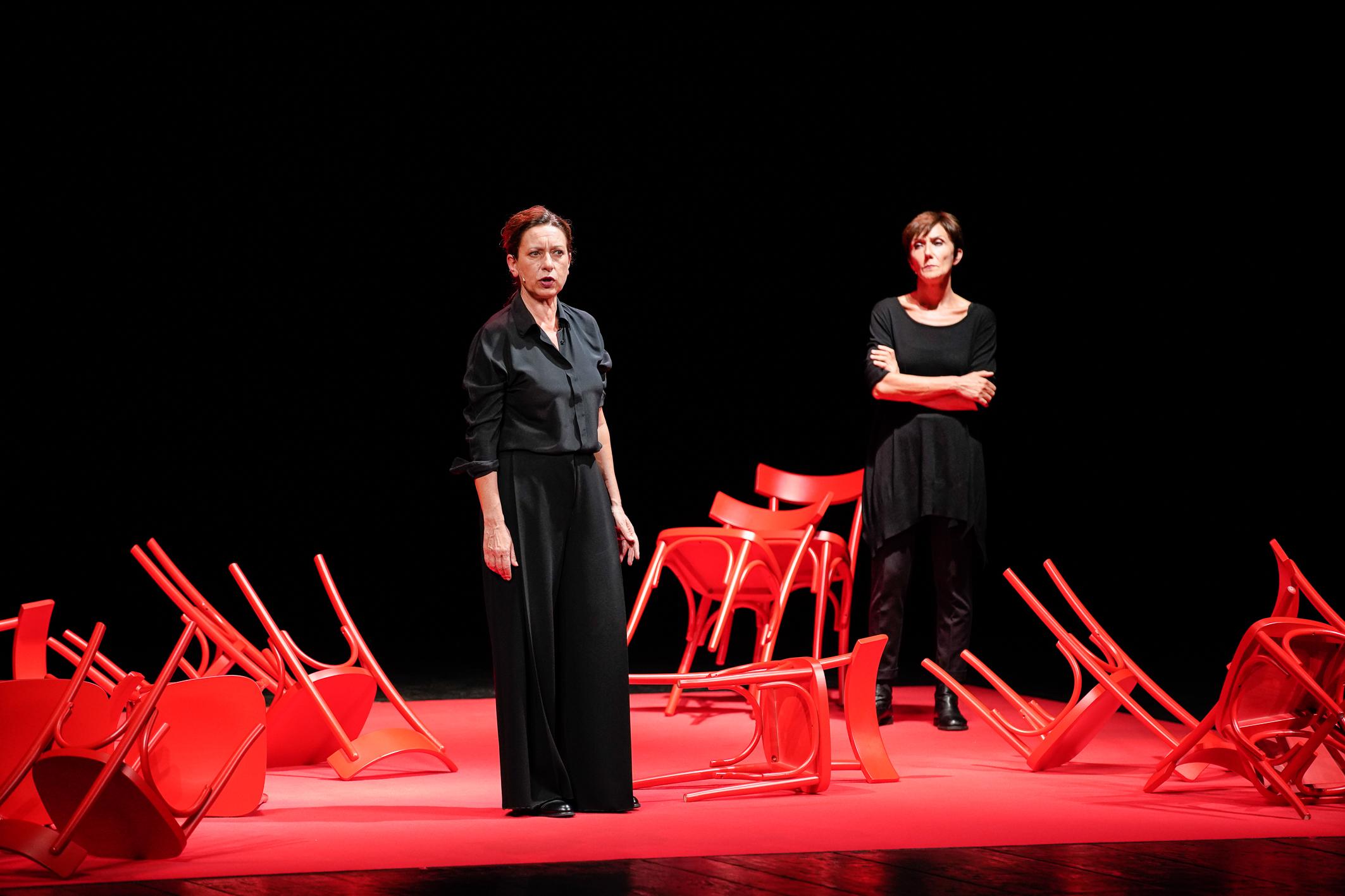 Giuliana Musso, Dentro un'altra storia (vera, se volete). Courtesy La Biennale di Venezia. Photo © Andrea Avezzù