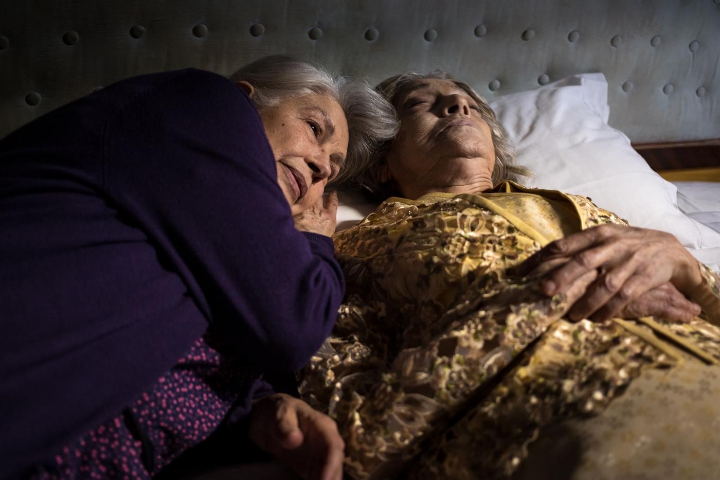 Le sorelle Macaluso, di Emma Dante, 2020 Pinuccia veglia sulla salma di Lia