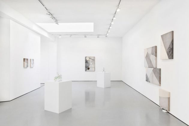 Martha Tuttle. Constellations I drew in Nevada. Exhibition view at Luce Gallery, Torino 2020. Courtesy the artist & Luce Gallery. Photo Andrea Ferrari