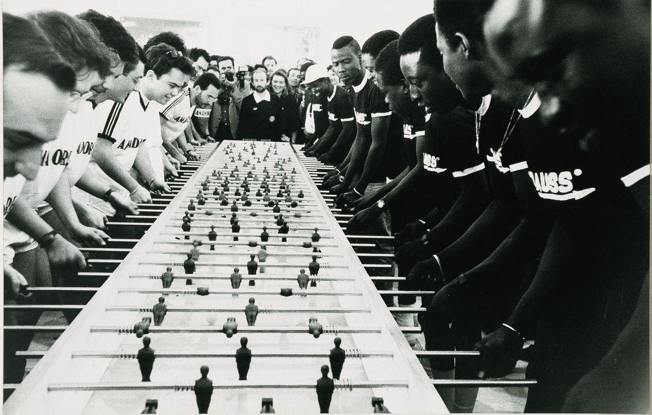 Maurizio Cattelan, Cesena 47-A.C. Forniture Sud 12 (2° tempo), 1991, stampa fotografica su alluminio, 125x195 cm. Collezione Sandretto Re Rebaudengo, Torino