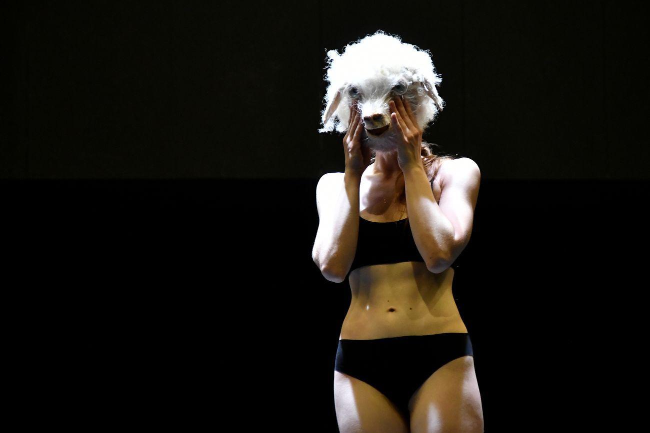 Michele Abbondanza e Antonella Bertoni, Hyenas. Photo Matteo Festi. Courtesy Festival Opera Prima, Rovigo 2020
