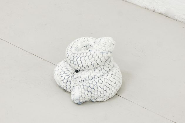 Oren Pinhassi Towel Snake (White and Blue), 2016 Bath towel and plaster 6 3/4 x 13 3/4 x 7 7/8 in. (17 x 35 x 20 cm)
