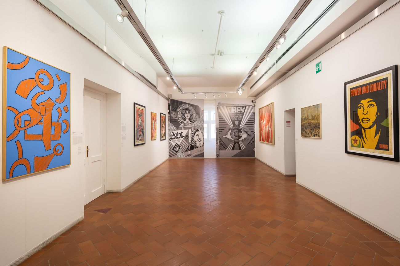 Shepard Obey. Exhibition view at Galleria Comunale d'Arte Moderna, Roma 2020