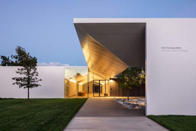 Menil Drawing Institute, exterior evening view. Photo by Richard Barnes