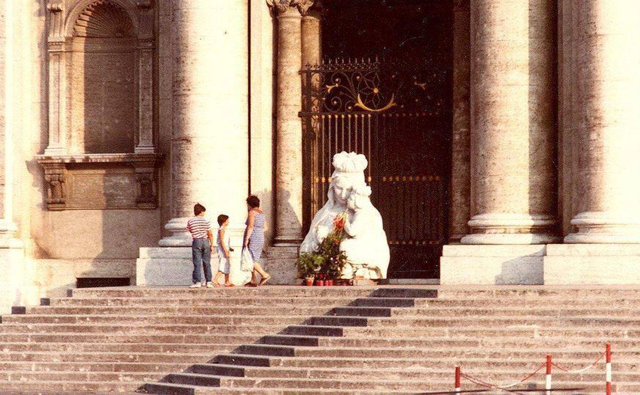 Basilica dell'Incoronata Madre del Buon Consiglio, Capodimonte, Napoli. I danni a causa del terremoto del 1980
