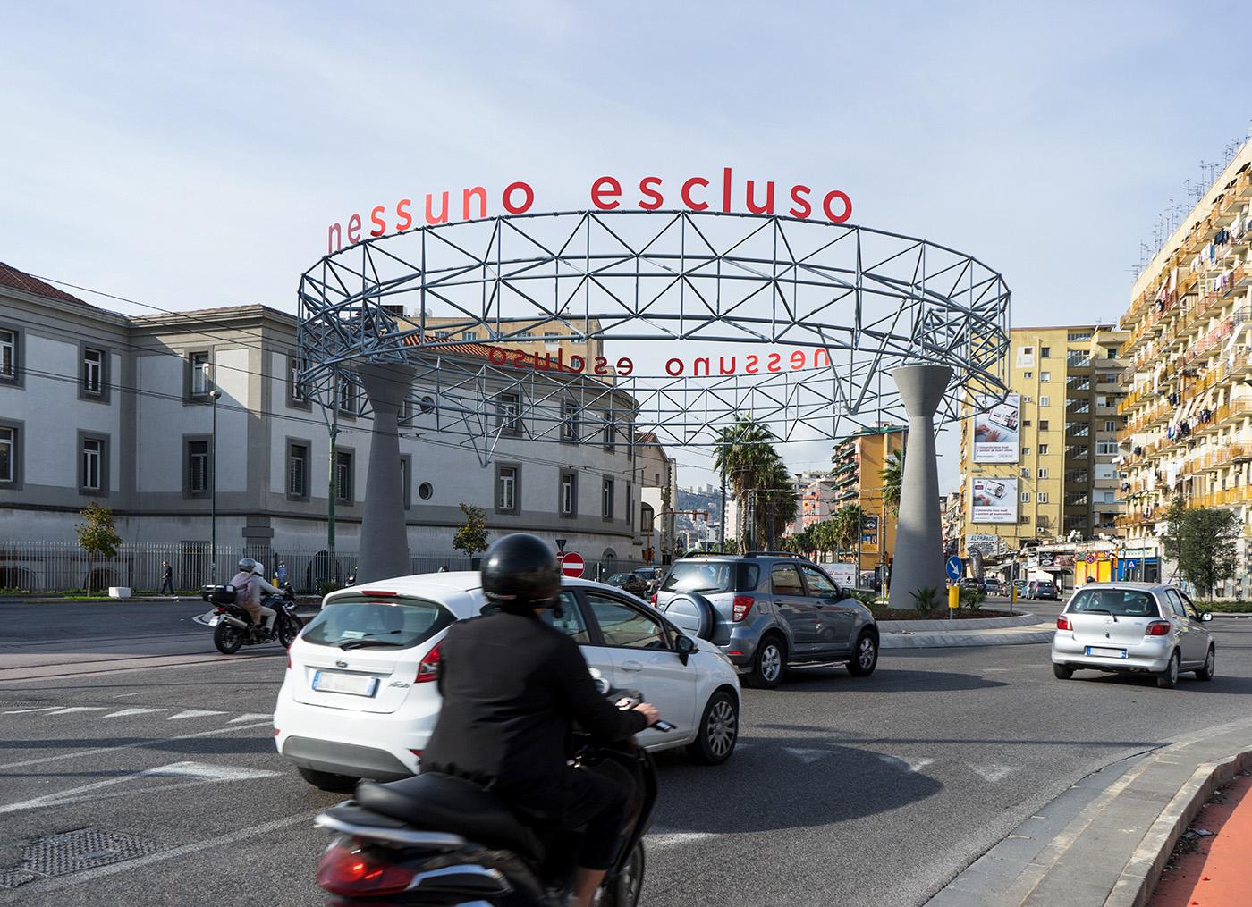 Bianco-Valente, Nessuno escluso, 2020, Installazione ambientale, lettere in ferro verniciato.