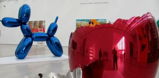 Jeff Koons, Cracked Egg (Red), 1994. Broad Contemporary Art Museum at LACMA, Los Angeles. Photo rocor CC BY NC 2.0