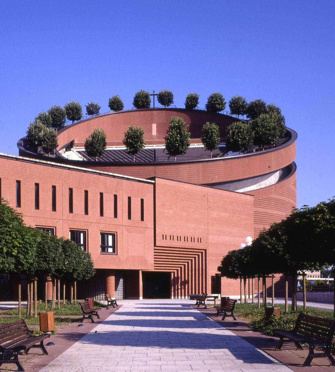 Mario Botta, Cattedrale della Resurrezione, Evry, Francia, 1989 95. Photo Pino Musi