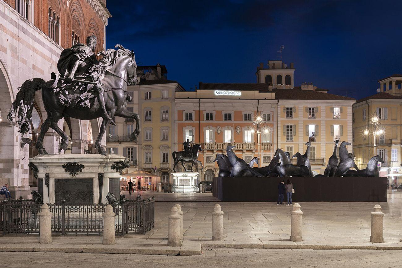 Mimmo Paladino. PaladinoPiacenza. Installation view at Piazza Cavalli, Piacenza 2020. Photo © Lorenzo Palmieri 2020