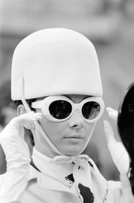 Terry O'Neill, Audrey Hepburn sul set di How to Steal a Million, Parigi, 1966 © Iconic Images
