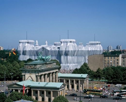 Christo & Jeanne Claude, Wrapped Reichstag, Berlino, 1971 95