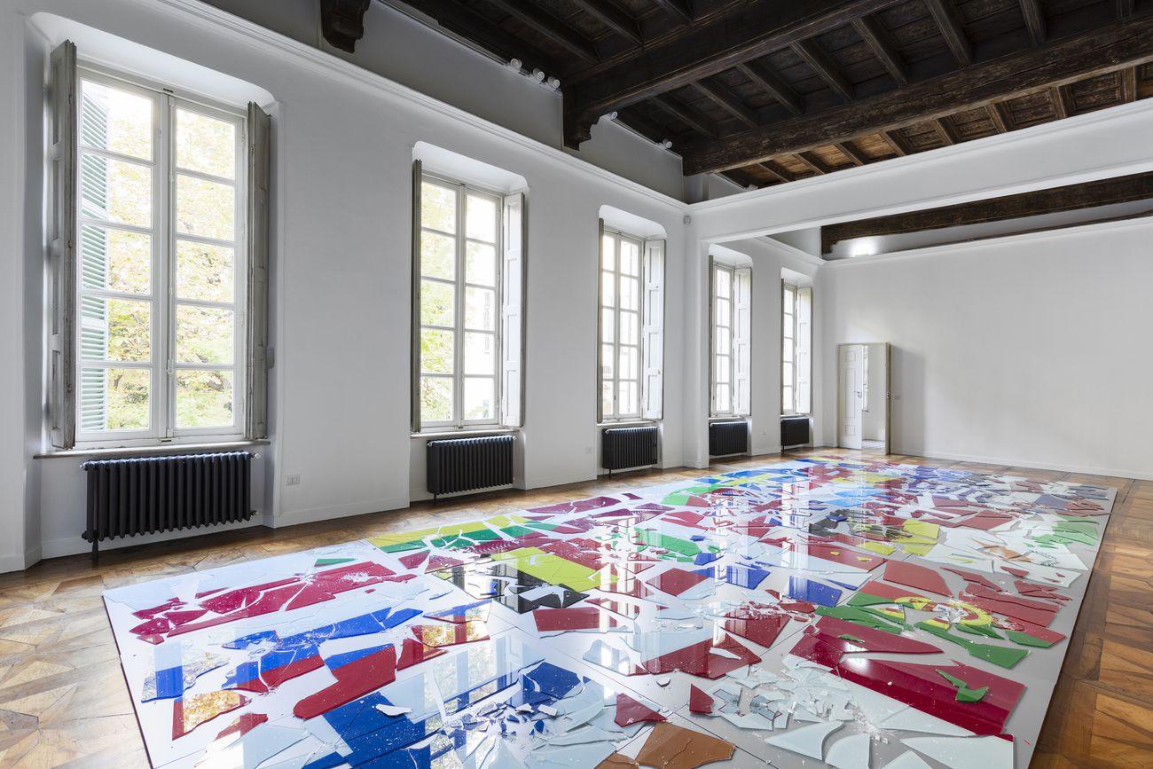 Costas Varotsos, Europa 2, 2020, stampe digitali su vetro, 4 x 10,5 m. Photo Nicola Morittu. Courtesy Galleria Giorgio Persano