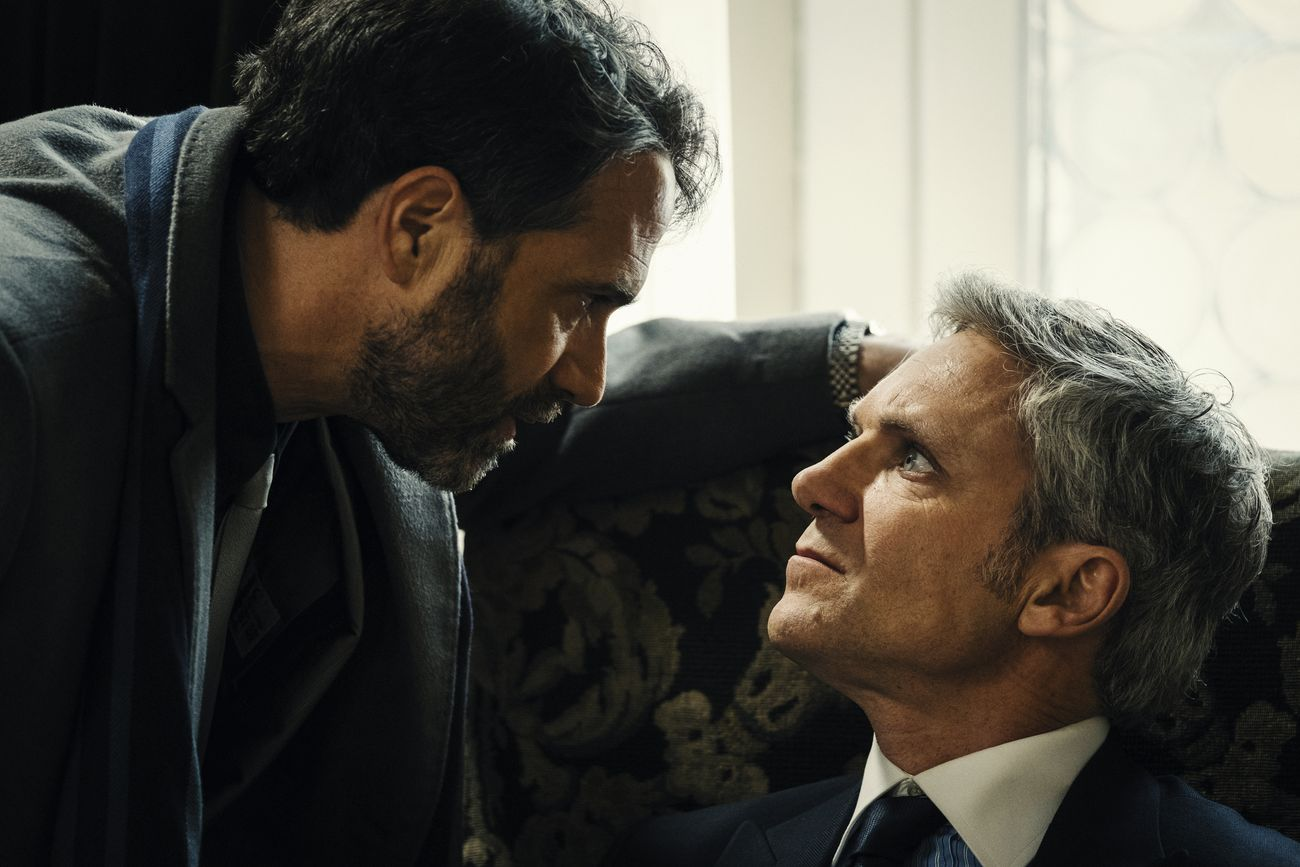 Fausto Maria Sciarappa (Castelli) ne L'Alligatore, regia di Daniele Vicari ed Emanuele Scaringi