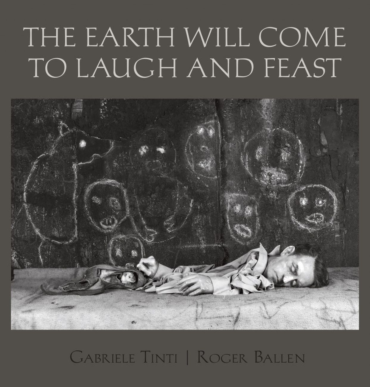 Gabriele Tinti & Roger Ballen – The Earth Will Come to Laugh and Feast (powerHouse Books, New York 2020)