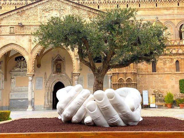 Lorenzo Quinn, Give, 2020, Cattedrale di Palermo