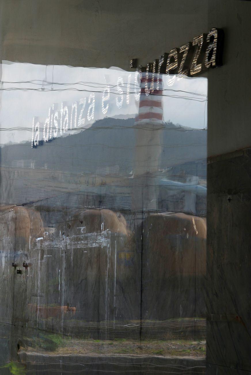 """Luca Pancrazzi, """"Quelli che partono"""" La distanza è sicurezza. Installation view at ex stazione FFSS di Vado Ligure, II Biennale della Beramica di Albissola, 2003"""