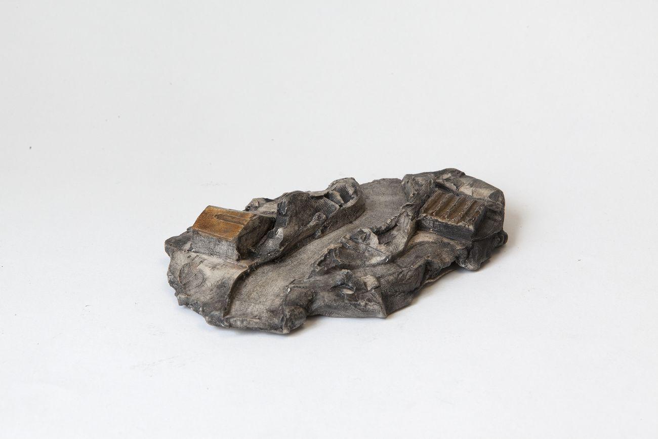 Luca Pancrazzi, Paesaggio Minuto, 2018, smalto su terracotta, 15x10,5x2,5 cm