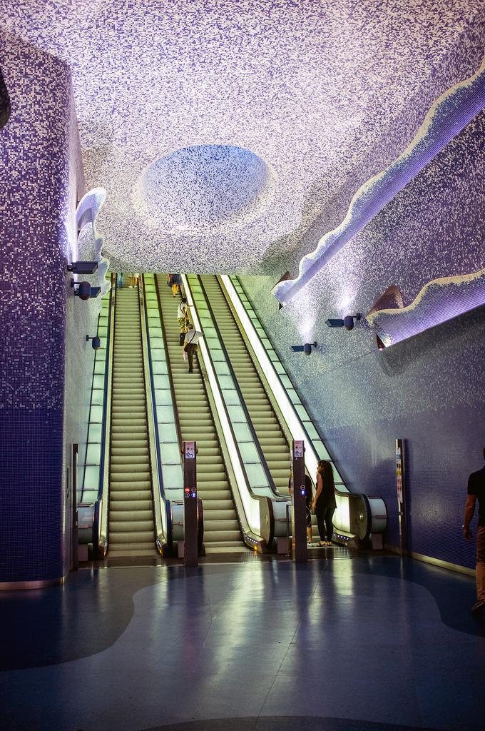 Metropolitana di Napoli: stazione Toledo, progettata dall'architetto spagnolo Óscar Tusquets, vincitrice di diversi premi e riconoscimenti internazionali