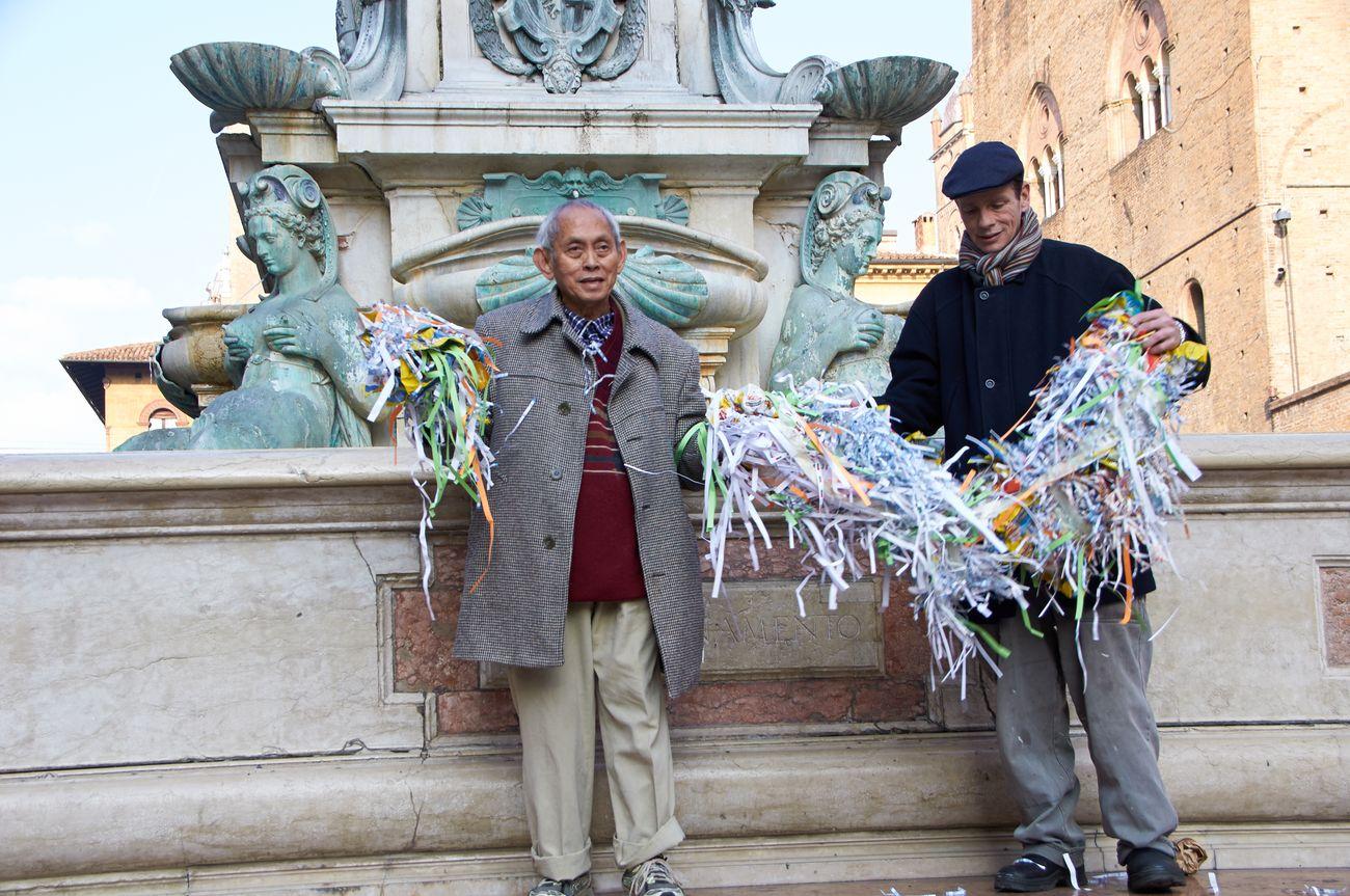 Mondrian Fan Club (David Medalla e Adam Nankervis), documentazione della performance tenuta a Bologna il 26 gennaio 2016. Photo Faber
