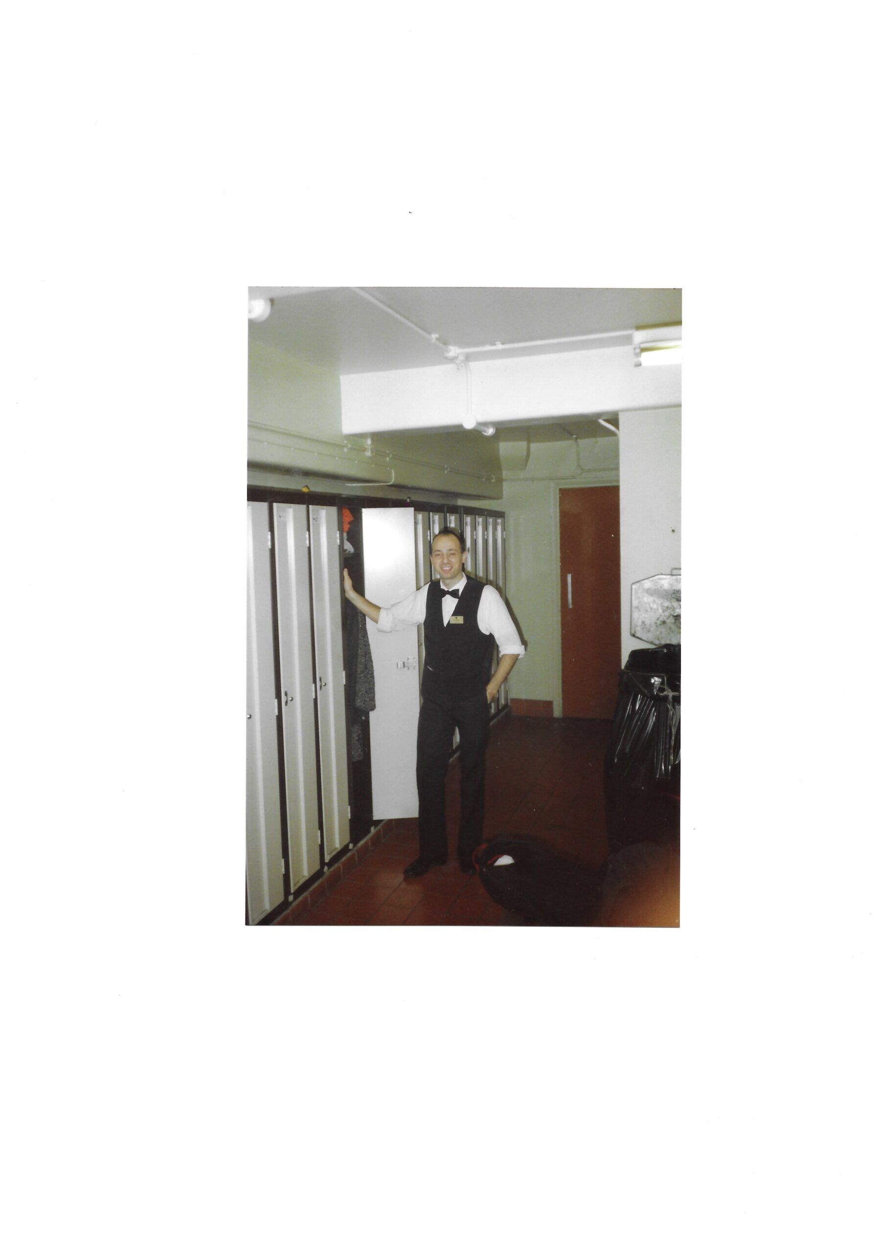 Pino Boresta a servizio presso il The Waldorf Hotel di Londra nel 1988