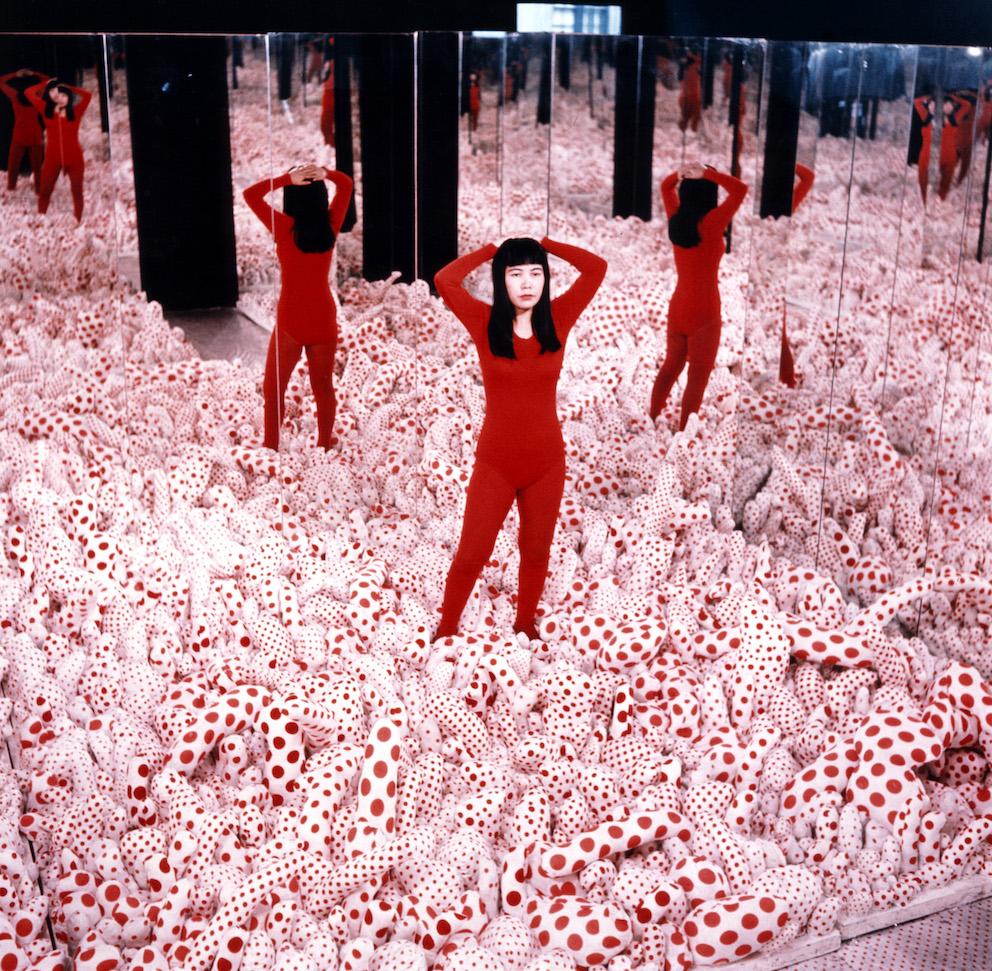 Yayoi Kusama, Infinity Mirror Room – Phalli's Field, 1965 Installation, Mixed Media © YAYOI KUSAMA, courtesy: Ota Fine Arts, Victoria Miro