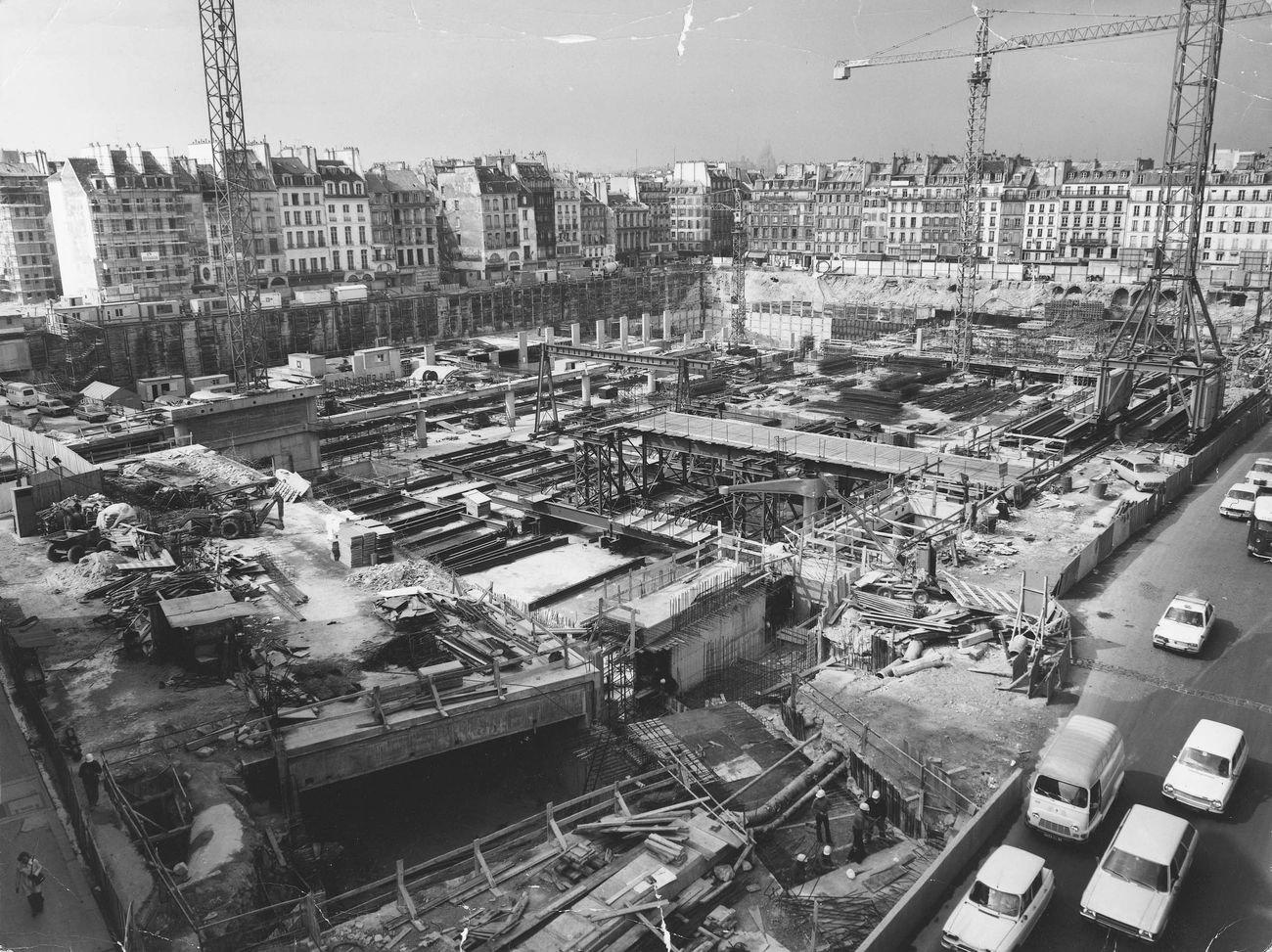 Centre Georges Pompidou, l'edificio in costruzione, 1974. Photo Bernard Vincent © Fondazione Renzo Piano © Rogers Stirk Harbour + Partners