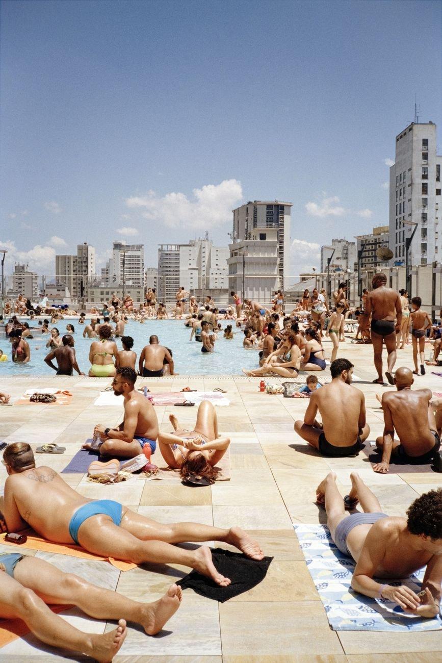 Ciro Miguel, Beach Pool, 2019. Sesc 24 de Maio, São Paulo. Paulo Mendes da Rocha, MMBB Arquitetos