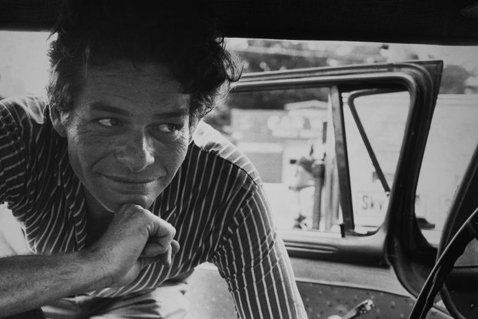 Portrait-of-Garry-Winogrand_Photograph-by-Judy-Teller_Courtesy-of-Greenwich-Entertainment.jpg