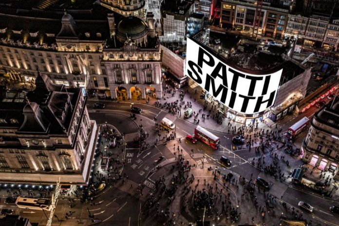 Patti Smith, A New Year 2021 - Piccadilly Lights London - fonte Pinterest Circa