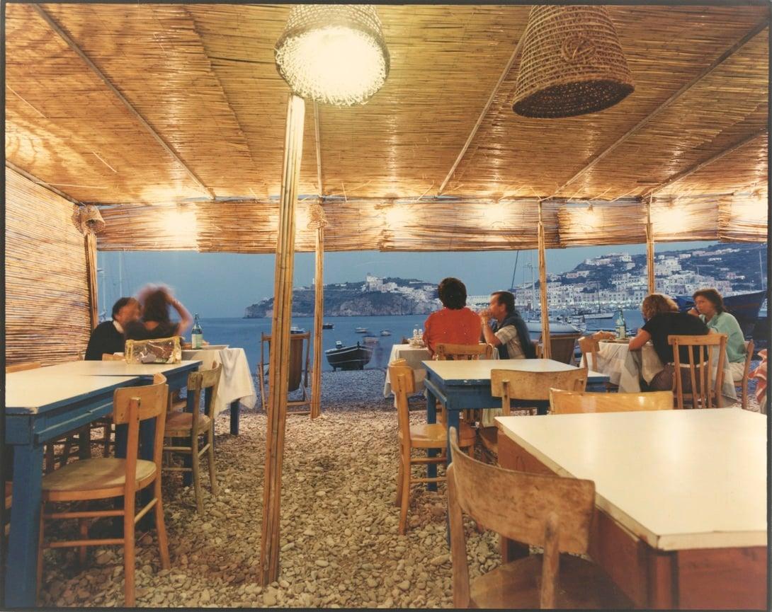 Luigi Ghirri Ponza, 1986 cm 24 x 19, 2 Courtesy: Archivio Editoriale Lotus, Milano