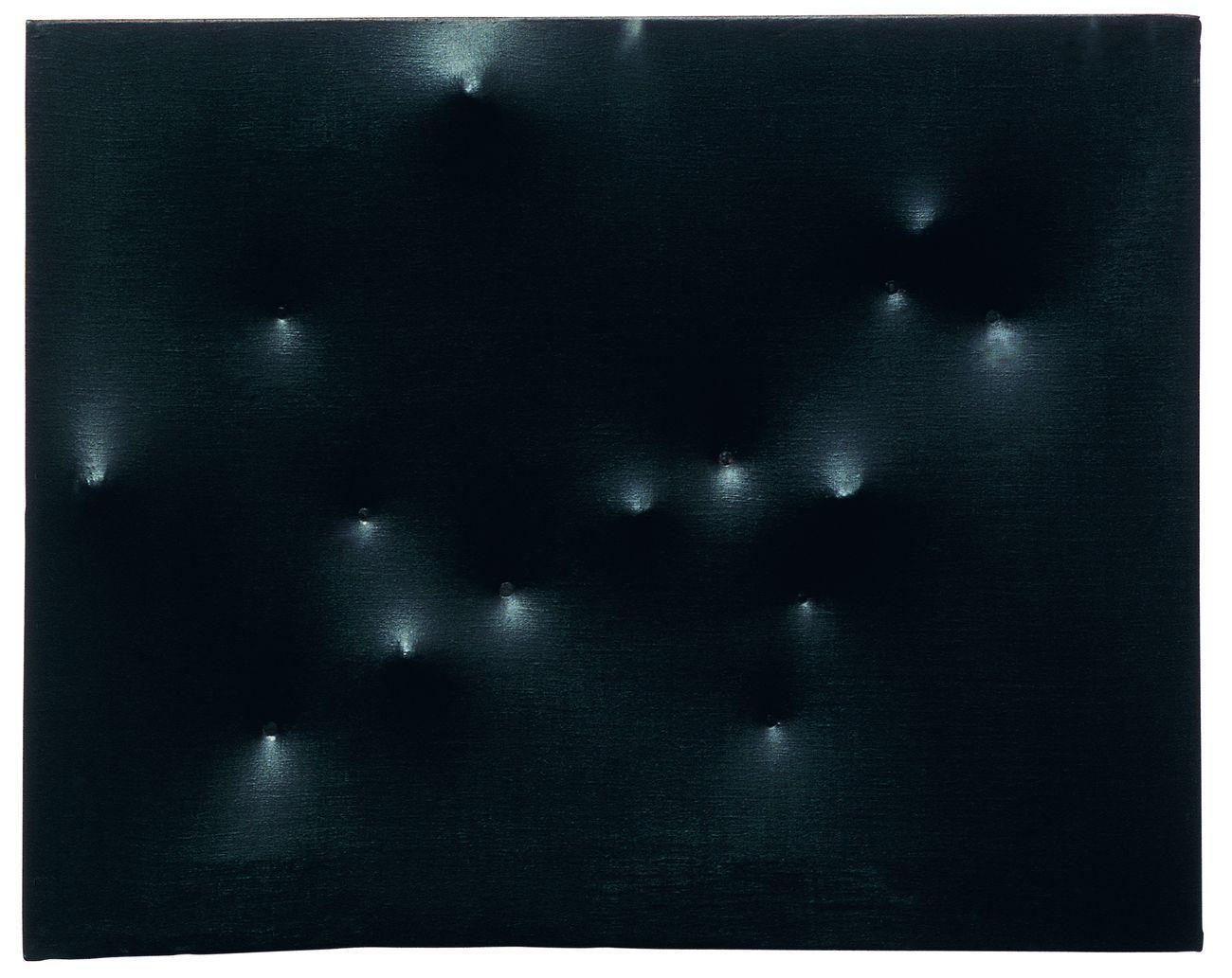 Enrico Castellani, Superficie nera, 1959, acrilico su tela, 40x50 cm. CourtesyFondazione Enrico Castellani