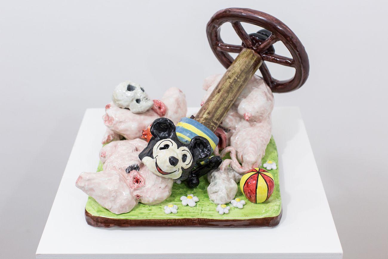 Eva Hide, Playground, 2018, maiolica dipinta, 39,5x22x23 cm