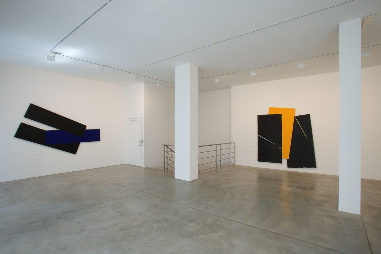 Galleria Fumagalli, veduta della sede di Bergamo con mostra personale di Gianfranco Pardi, 2006. Photo courtesy Galleria Fumagalli