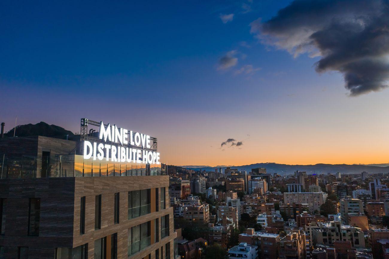 Robert Montgomery, Mine love distribute hope, 2020, Festival Barcú 2020, Bogotá